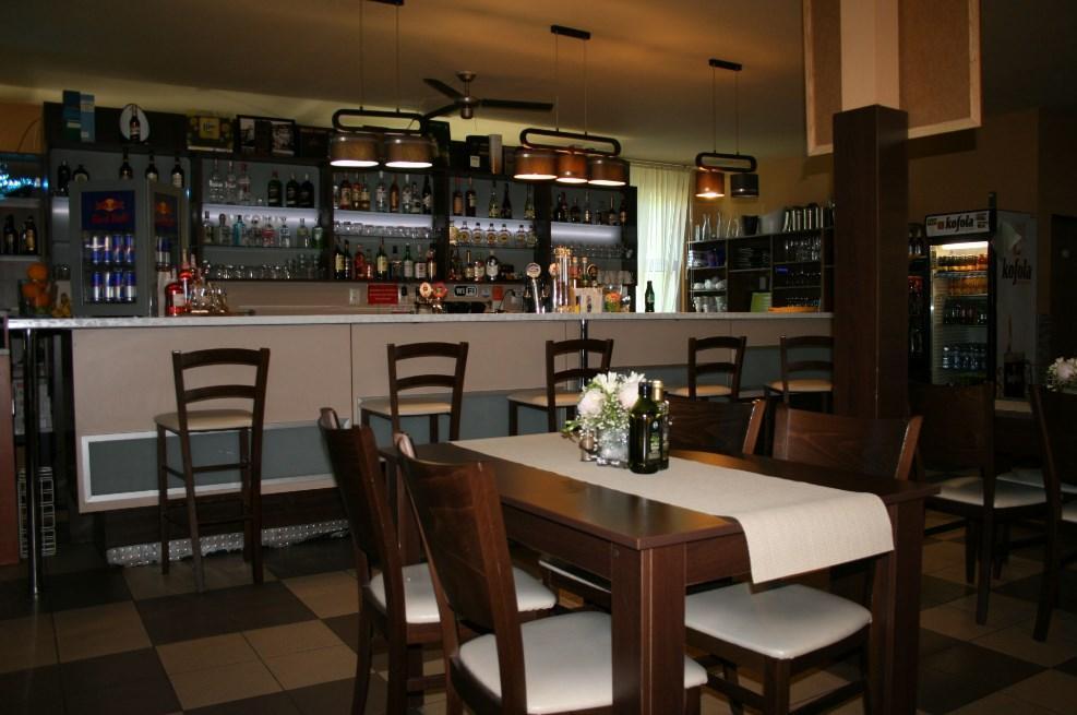 Fit-Pit reštaurácia Senica, 1