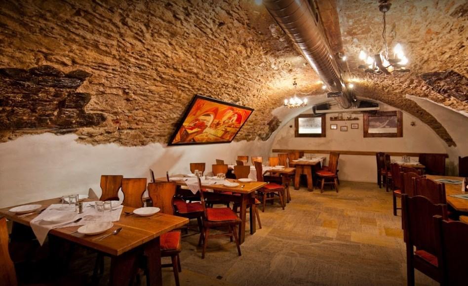 ČERVENÝ RAK - reštaurácia, piváreň, 1