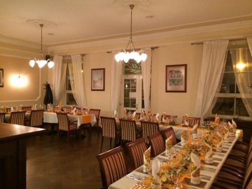 R Club reštaurácia, 1