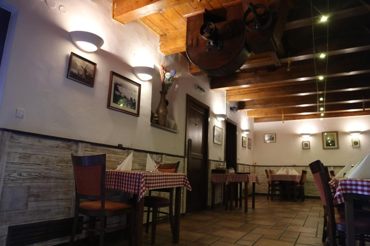 Reštaurácia NA MLYNE Hrnčiarovce nad Parnou, 1