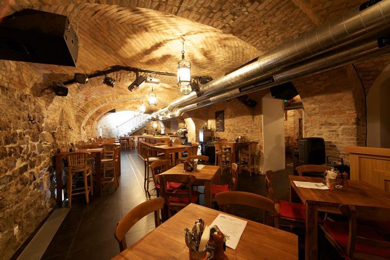 Beer Palace reštaurácia a piváreň, 1