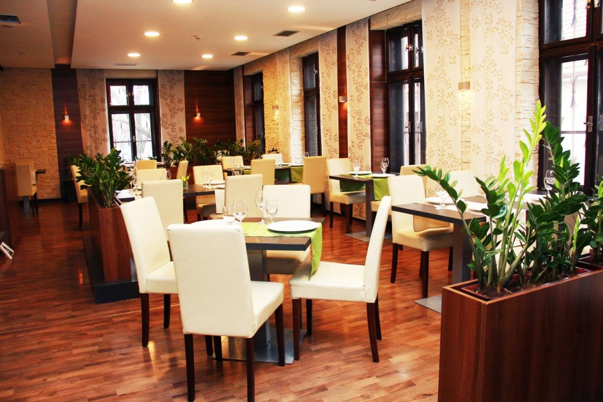 Avenue Restaurant Trnava, 1