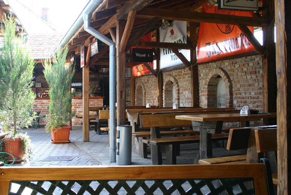 Reštaurácia Trnavský dvor, 1